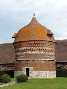 Manoir d'Ango (Varengeville-sur-Mer, France) L'alliance de la puissance financière d'Ango et du savoir-faire des artisans italiens de la Renaissance.