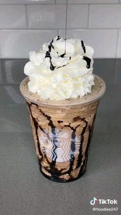 Coffee Drink Recipes, Milkshake Recipes, Easy Smoothie Recipes, Coffee Drinks, Fun Baking Recipes, Dessert Recipes, Yummy Drinks, Yummy Food, Starbucks Drinks