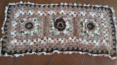 Tapete retangular em croche com cores mescladas tom marrom mede 93x40