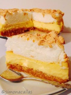 Apple Custard Meringue Dessert - an old Romanian recipe - simonacallas Meringue Desserts, No Cook Desserts, Apple Desserts, Sweets Recipes, Easy Desserts, Delicious Desserts, Cake Recipes, Cooking Recipes, Yummy Food