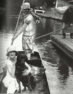 Kittyinva: 1925 c. Girls punting on a river. From Art Deco, FB.