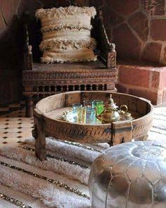 Buenos días!  Quién quiere un rico té a media mañana 🌞  www.marruecosentusmanos.com marruecosentusmanos@gmail.com  #marruecos #morocco #marruecosentusmanos #marrakech #desierto #viaje #viajes #viajar #escapadas #excursiones #rutas #aventuras #4x4 #quads #dromedarios #vacaciones #paraiso #colores #amigos #familia #buenrato #risas #feliz #experiencia #vivir #magico #paisajes #oasis #belleza #colores #vida