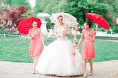 Love parasols for the bridesmaids – and bride! :)