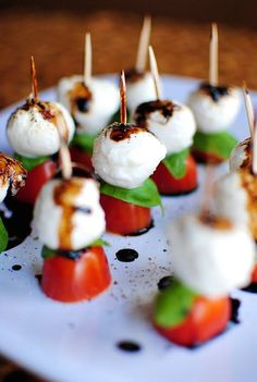 Caprese Skewers With Balsamic Drizzle recipe for wedding cocktail hour. Bite size snacks Caprese Skewers With Balsamic Drizzle recipe for wedding cocktail hour. Bridal Shower Appetizers, Wedding Appetizers, Wedding Snacks, Easy Wedding Food, Birthday Appetizers, Wedding Ideas, Bridal Showers, Dinner Party Appetizers, Bridal Shower Menu