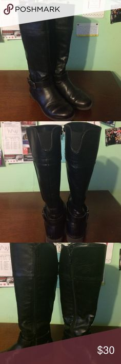 Tall flat leather boots stretch and zipper comfy Size 6, flat black leather boots with full zipper length to get on and off, stretch band at the calf! Buckle near bottom which can be adjusted - I never have. These aren't even a year old I got that February! Haven't been able to wear much ( I'm not a skinny or legging kinda gal ) since I wear bootcut straight or flare pants to work.. hoping someone can enjoy these pretty boots! croft & barrow Shoes Winter & Rain Boots