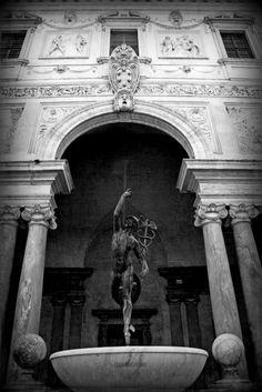 copia del Mercurio di Giambologna_ Villa Medici_ Roma