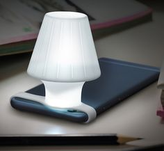 Transforme a lanterna do smartphone em uma simpática luminária