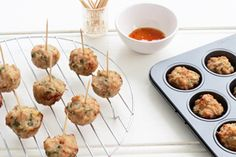 Thai Chicken Balls These are one of the easiest starters to make. These chicken balls are baked so they are much kinder to your heart and your waist line. Mince Recipes, Cooking Recipes, Healthy Recipes, Asian Recipes, Savoury Recipes, Chinese Recipes, Thai Recipes, Healthy Habits, Appetizer Recipes