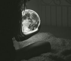 SUPERMOON ECLIPSE: This weekend's full Moon is a supermoon, the biggest and brightest full Moon of the year. And it is going to be eclipsed. On Sunday evening, Sept. the supermoon will pass. Moon Moon, Moon Art, Full Moon, Dark Moon, Hipster Blog, Indie Hipster, Hipster Grunge, Alone Girl, Beautiful Moon