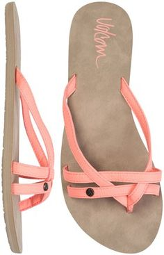 Volcom Lookout leather flip flop in peach, white or grey/beige like that there is some cushioning Cute Sandals, Cute Shoes, Me Too Shoes, Shoes Sandals, Heeled Boots, Shoe Boots, Leather Flip Flops, Shoe Closet, Lingerie