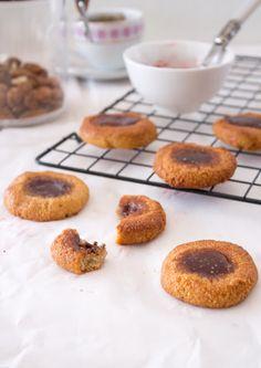biscoitos de amêndoa com compota de chia. Sem açúcar, vegan e sem glúten