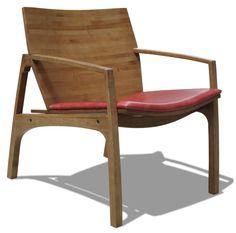 Poltrona Circa, criada por Paulo Foggiato. Material: Bambu prensado e couro. Temos uma peça no showroom - R$1700,00
