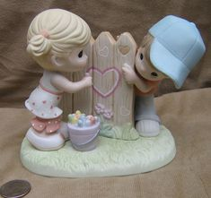 "Precious Moments ""Sharing My Heart with You"" Charter Member Collectors Figurine #139001"