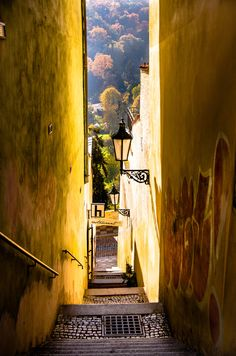 Street at the #Prague Castle by Luba Fayngersh. Many more of streets like this to be discovered! #CzechPragueOut