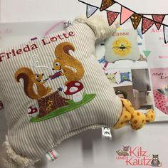 Heute kam dieser Greifling als Kundenwunsch an und ich glaube es ist definitiv mein bisheriger Lieblingsgreifling von @annesveacraft . Nicht nur wegen der Eichhörnchen sondern weil er sooo kuschelig ist. Danke für 1 Jahr Support Zusammenarbeit und vor allem Freundschaft du Herzensmensch. #herzensmensch #annesvea #greifling #kundenwunsch #kitzundkautz #kitzundkautzloves #eichhörnchen #handmade #handcraft #frankfurt #geschenk #nähen