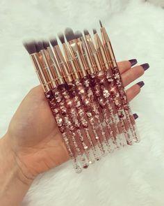 Rose Gold Eye brushes Rose Gold Glitter waterfall ✨🌹✨<br> Back Now! Natural Hair Treatments, Skin Treatments, Mac Makeup, Makeup Brush Set, Makeup Gif, Hair Brush Set, Glowy Makeup, Prom Makeup, Makeup Eyes