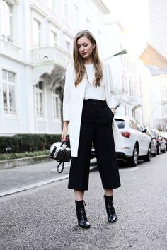 Blogger Style I Livia Auer: White Blazer x White Shirt x black culottes x boots x mini bag