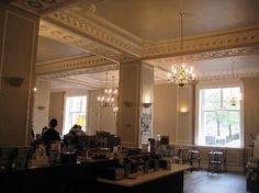 Omni William Penn Hotel: Starbucks in lobby - beautiful!