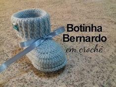 Como faço sapatinho bebê em crochê - Nível Fácil - Nº1- Vídeo 31 - Graça Tristão - YouTube Booties Crochet, Crochet Baby Sandals, Crochet Shoes, Crochet Beanie, Knit Or Crochet, Minnie Mouse Costume, Knitted Baby Clothes, Crochet Accessories, Baby Knitting Patterns