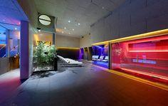 Foto: Club Metropolitan Iradier. Instalación de sauna, baño de vapor, fuente de hielo, duchas de hidroterapia y tumbonas, diseñadas y fabricadas por INBECA. Saunas, Wellness, Neon Signs, Club, House, Chaise Lounges, Showers, Ice, Pictures