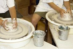 What is clay? What types of clay are there? Here is some basic information for you to understand the different types of clays used in pottery.