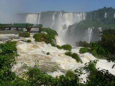 Las cataratas de Iguazú se encuentren entre Argentina y Brasil. Este lugar impresionantes recibe cada año la visita de miles de turistas. Si aún no has tenido la oportunidad de visitarlas aquí te dejamos un pequeño avance.