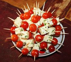 Good idea for canapes Canapes, Food Presentation, Caprese Salad, Food Art, Snacks, Cooking, Paste, Sunscreen, Decoration
