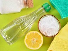 Household Uses for Vinegar - Vinegar is extremely versatile product that you already have in your home! Check out these ingenious household uses for vinegar from cleaning to freshening and so much more. Baking Soda Bath, Baking Soda Cleaning, Baking Soda And Lemon, Baking Soda Uses, Kitchen Cleaning, Green Cleaning, Spring Cleaning, Cleaning Hacks, Cleaning Supplies