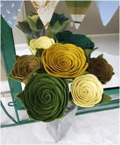 felt flowers, wonder if I can bribe the sis to make...