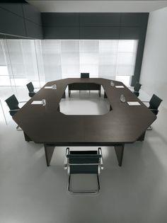 cod. GO08 - #tavolo #riunione maxi di forma ottagonale dim. 360 x 320. Possibilità di inserimento gambe con pannelli di legno o con gamboni in metallo.