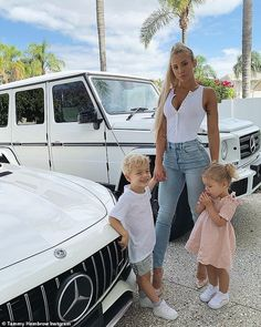 Tammy Hembrow's displays a bizarre muscle in bikini-clad photo Girl Boss, My Girl, Tammy Hembrow, Bikini Clad, Future Mom, Mommy Style, Stylish Baby, Family Outfits, Poses