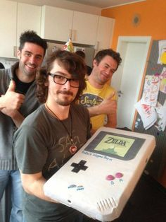 GameBoy cake! With Zelda : Link's Awakening in! <3 I want it!!!! Just not cake brownie instead :)