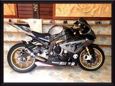 BMW S1000RR with Austin racing GP2R full inconel 625 systems