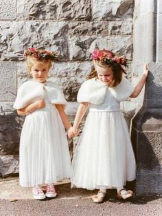 27 Winter Flower Girl Outfits To Keep Them Warm And Stylish | HappyWedd.com