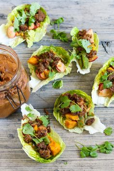 Vegan Lettuce Cups with Peanut Dressing // chocochili.net