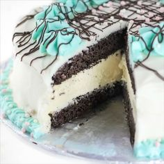 How-to Make a Killer Ice Cream Cake at home! -- Click that link in the @veggiebalance profile 📲 for the recipe, or to share the video!  OR http://www.veggiebalance.com/gluten-free-ice-cream-cake-recipe/ . . . . . . #DamnThatsDelish #healthyrecipes #needchocolate #food52 #healthydesserts #glutenfreedessert #glutenfreeliving  #veggiebalancerecipes #thekitchn #eeeeeats #tipsgroup #feedfeed @thefeedfeed #glutenfreerecipes #glutenfreeliving #dairyfreerecipes  #healthyfoodshare #itsmybirthday…