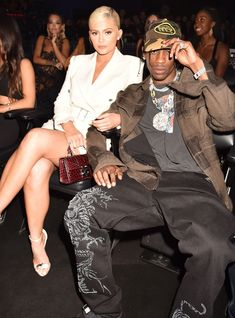 Why didn't Kylie Jenner & Travis Scott take any pictures together at the VMAs? Trajes Kylie Jenner, Estilo Kylie Jenner, Kylie Jenner Look, Kendall And Kylie, Kardashian Family, Kardashian Jenner, Nicki Minaj, Kylie Jenner Photoshoot, Travis Scott Kylie Jenner
