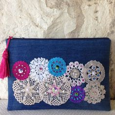 "New Cheap Bags. The location where building and construction meets style, beaded crochet is the act of using beads to decorate crocheted products. ""Crochet"" is derived fro Crochet Tote, Bead Crochet, Diy Handbag, Handmade Purses, Handmade Clutch, Embroidered Bag, Boho Bags, Patchwork Bags, Hand Embroidery"