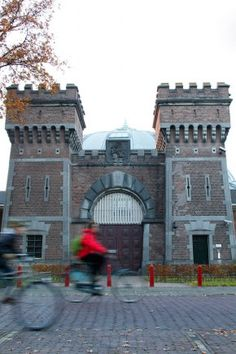 Koepl in Breda dicht in 2016... nieuwe bestemming: tourist spot! #Alcatraz 076! Hotel-1-nacht-in-de-cel.nl?!? Gemeente Breda, let's make money with this special building and safe it at the same time!