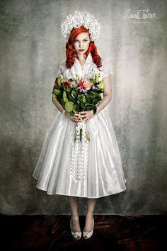 Aus der Serie Vintage Wedding von Sarah Tröster, die im Vintage Flaneur erschienen ist. Unser Schal Audrey macht auch am Blumenstrauß eine gute Figur.