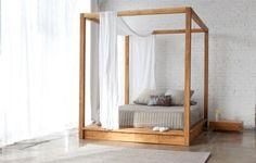 Hemelse slaapkamer met houten hemelbed | Inrichting-huis.com