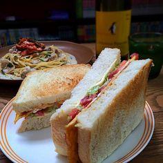 パスータはあの店の再現料理ʕ-̼͡-ʔ✨ こ、これは再現率高いʕ-̼͡-ʔ✨ やるな店主ʕ-̼͡-ʔ  サンドは自家製パンでオカミやっつけバージョンʕ-̼͡-ʔ - 94件のもぐもぐ - コーズナメダ亭ʕ-̼͡-ʔ店主♡オカミコラボランチʕ-̼͡-ʔ豚バラキムチのクリームパスータ&BETCCサンド(ベーコンエッグトマトコールスローチーズーサンド)ʕ-̼͡-ʔ by sevensea73