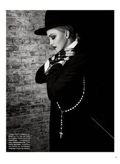 Madonna by Luigi Murenu and Iango Henzi for Vogue Germany April 2017 Madonna Vogue, Madonna Art, Luigi, Madonna Albums, Black And White Pictures, Material Girls, Celebrity Pictures, Editorial Fashion, How To Look Better