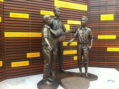 Unveiling statue 14 02 2013
