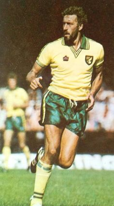 """Football Past on Twitter: """"Martin Chivers, Norwich City #ncfc #canaries https://t.co/wWwcAoDJkN"""""""