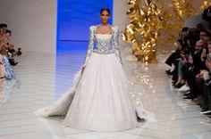 Défilé Guo Pei Printemps-été 2016 Haute couture | Le Figaro Madame
