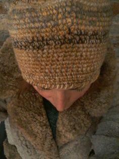 Cappello in lana, lavorazione a uncinetto. Ideato e realizzato da Filonellamente by Silvia Silvan.