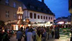 Vom 12. bis 14. Juni 2015 findet das 56. Spitzenfest mitten im Zentrum von Plauen statt. Die Gäste aus nah und fern können sich wieder auf viele, mittlerweile schon traditionelle Höhepunkte freuen. Ein besonderes Merkmal des größten Plauener Stadtfestes sind die vielen verschiedenen Märkte, die so manches Sammlerherz höher schlagen lassen.