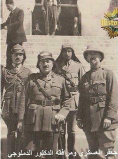 جعفر العسكري عندما كان الحاكم العسكري لسوريا مع الدكتور توفيق الدملوجي والمسؤول البريطاني عام 1919