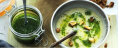 pastinaaksoep met gekruide pastinaak en peterselie-olie | delicious.magazine Vegetarian Lifestyle, Going Vegan, Guacamole, A Food, Catering, Brunch, Healthy Recipes, Healthy Food, Yummy Food